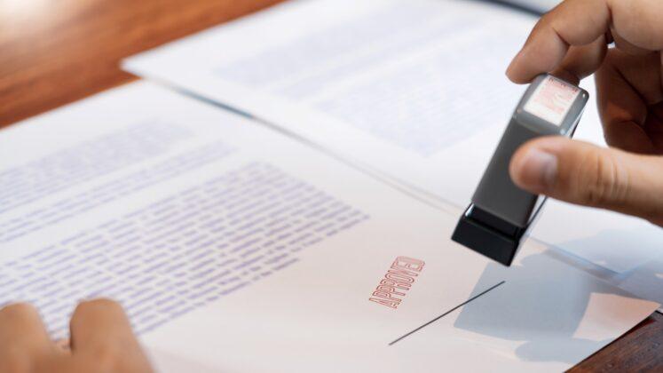 En Cáceres dónde contratar los servicios de un notario económico